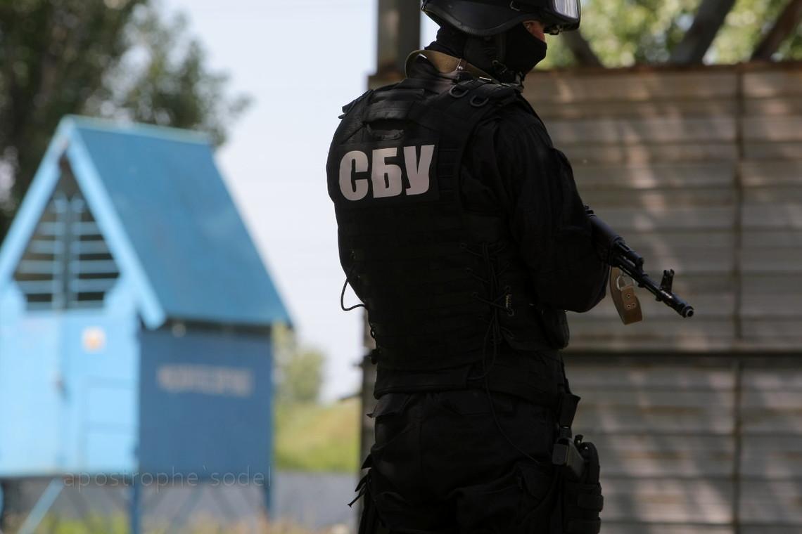 У місті Бахмут Донецької області співробітники СБУ затримали заступника командира взводу міського відділу поліції.