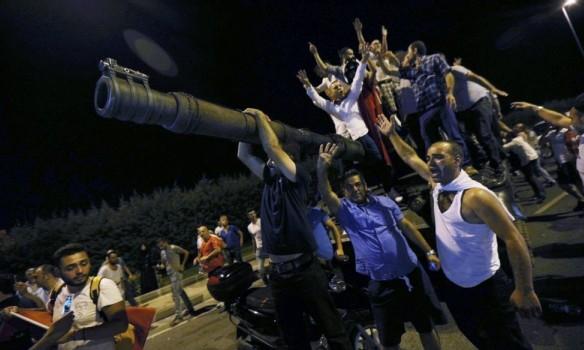 В ніч з 15 на 16 липня була здійснена спроба військового перевороту. Група військових в Туреччині заявила, що взяла під контроль країну.