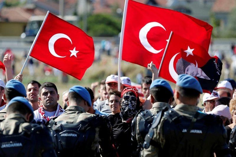 Після спроби військового перевороту турецька влада вирішила обговорити необхідність повернення смертної кари.