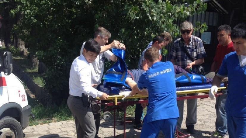 В результаті нападу на районне відділення поліції в місті Алмати невідомі вбили двох правоохоронців.