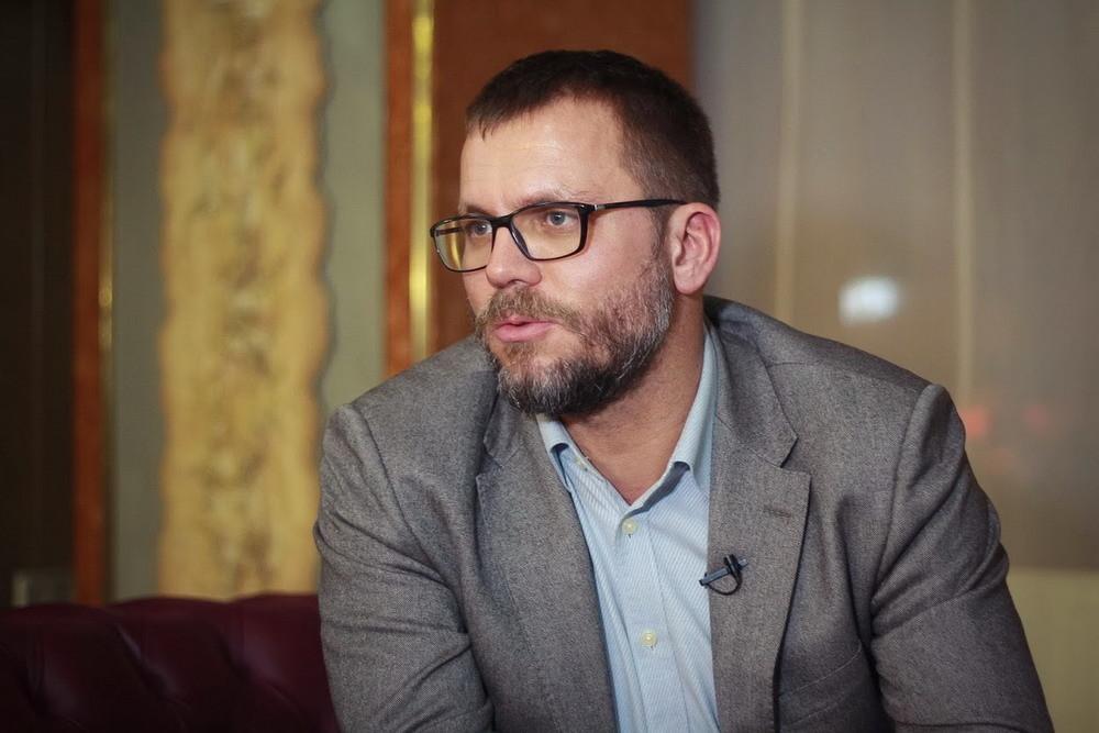Народний депутат від пропрезидентської фракції Андрій Вадатурський не виконав свою першу обіцянку.