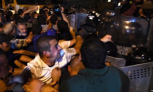 В результаті сутичок у столиці Вірменії Єревані постраждали 45 осіб, 18 з них знадобилася госпіталізація.