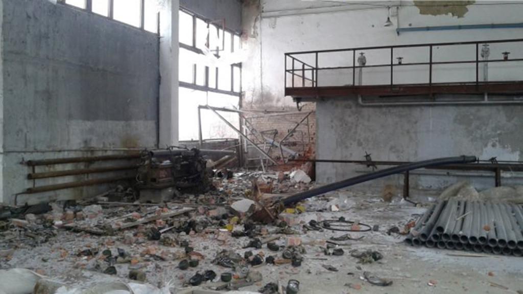 Цієї ночі в результаті повторного обстрілу з боку окупаційних військ був пошкоджений трансформатор ДФС, що й призвело до її знеструмлення.