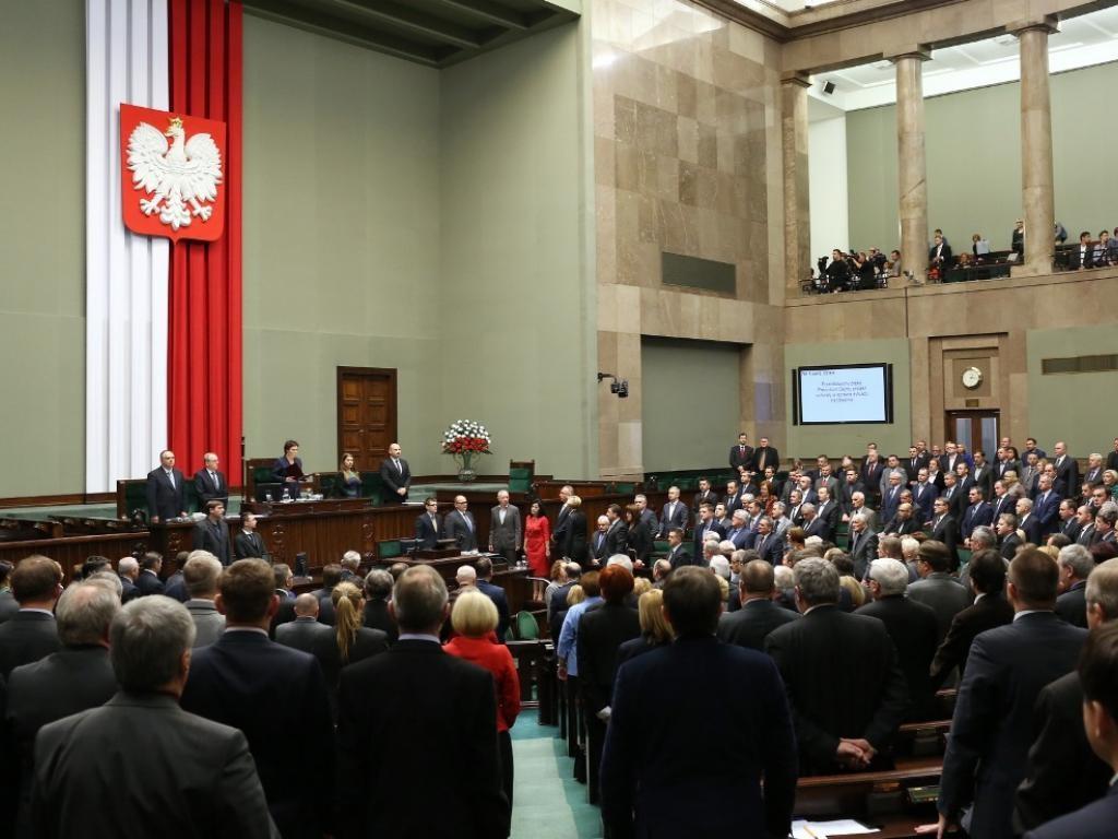 Міністерство закордонних справ України готує реакцію на рішення польського Сейму визнати Волинську трагедію геноцидом і закликає не політизувати це рішення.