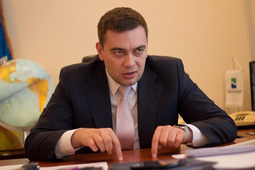 Максим Мартинюк вважається людиною прем'єра Володимира Гройсмана. До останнього часу Мартинюк очолював Державну службу з питань геодезії, картографії та кадастру.