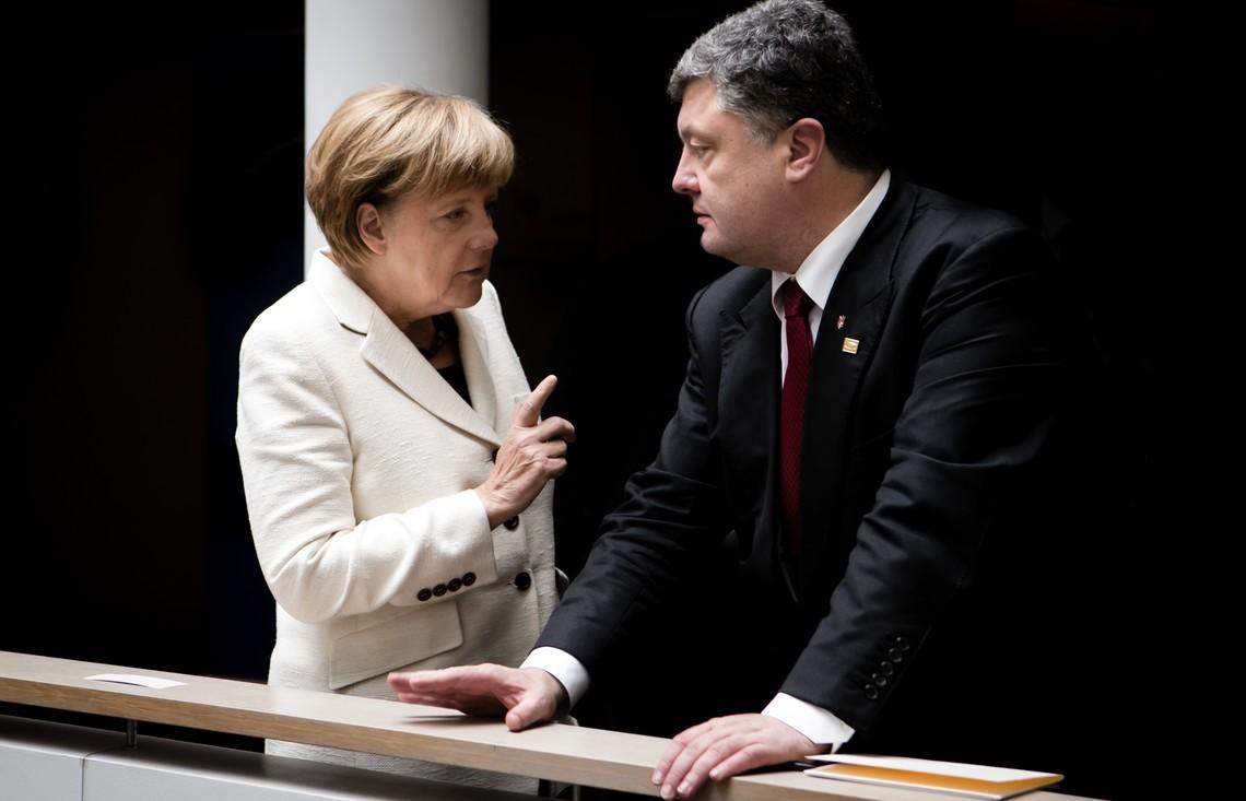 Глава української держави Петро Порошенко в зв'язку з ескалацією конфлікту на Сході поговорив із канцлером Німеччини.