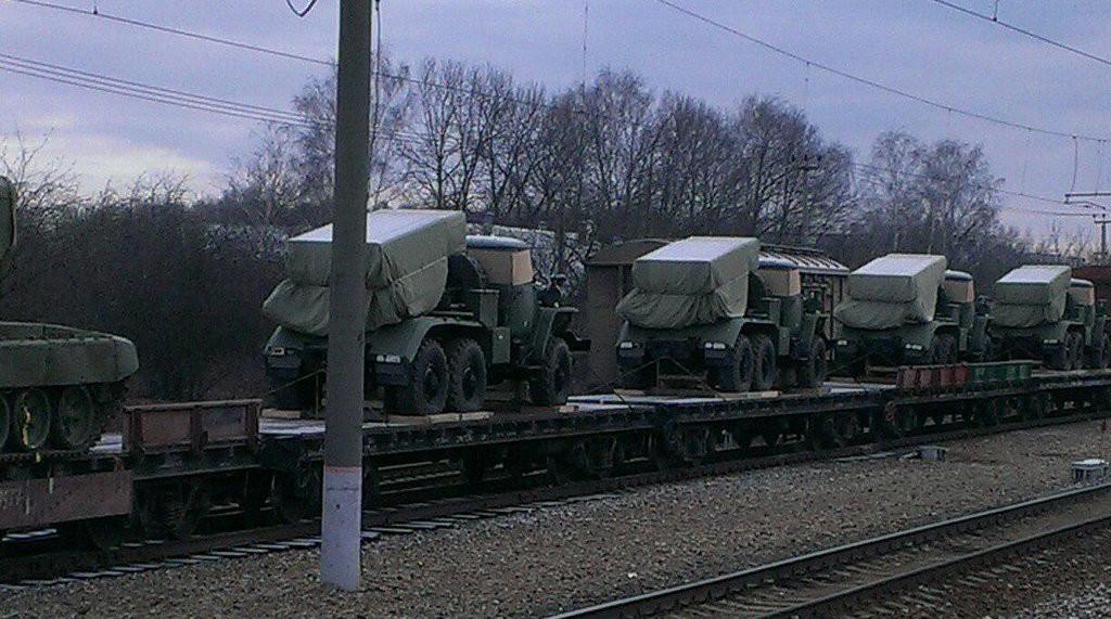 Російська сторона продовжує підтримувати незаконні збройні формування на Донбасі, поставляючи військову техніку.
