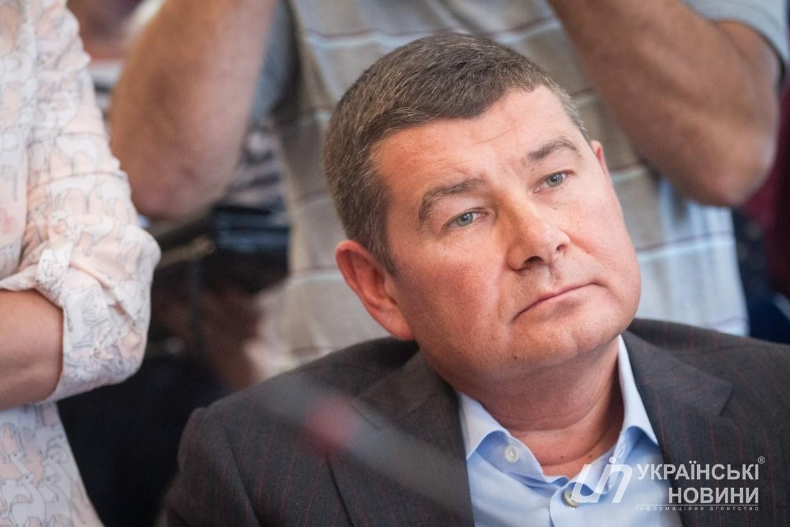 За словами нардепа Олександра Онищенка, який підозрюється в газових махінаціях, він зараз перебуває в Лондоні.