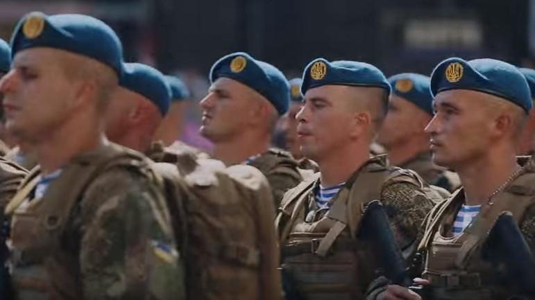 2 серпня святкують своє професійне свято військовослужбовці високомобільних десантних військ. Слово і Діло зібрало головні обіцянки політиків, які ті роздали еліті Збройних сил України.