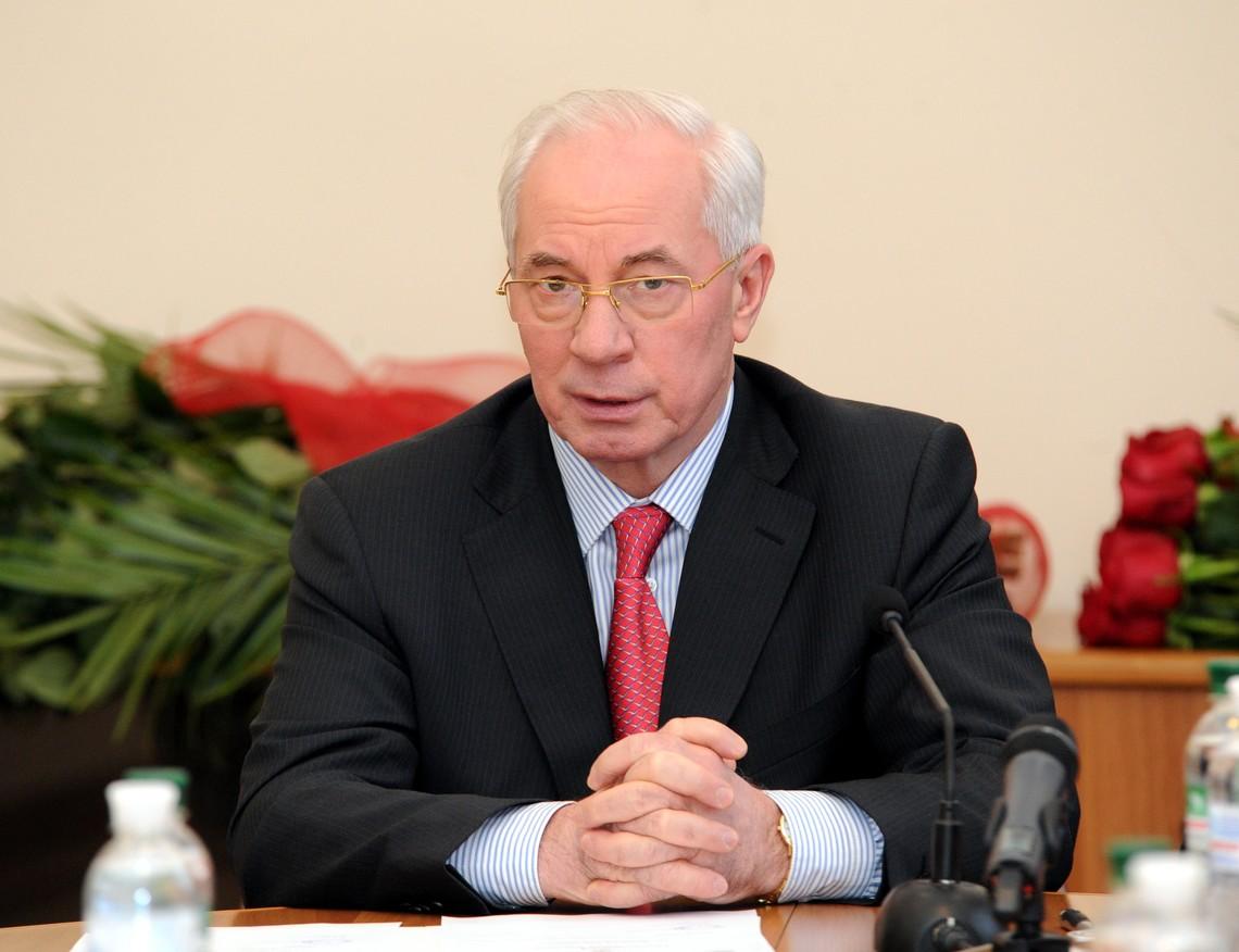 Генеральна прокуратура викликала на допит екс-прем'єр-міністра Миколу Азарова та його сина Олексія.