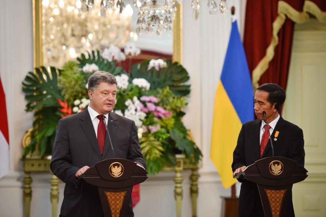 Президент України Петро Порошенко і президент Індонезії Джоко Відодо домовилися про консультації щодо зони вільної торгівлі між країнами.