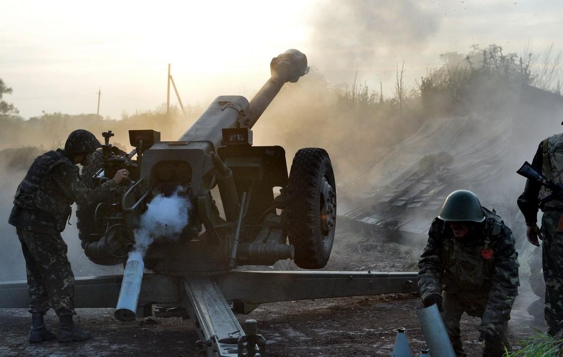 Проросійські бойовики продовжують порушувати Мінські домовленості і застосовувати важку артилерію.