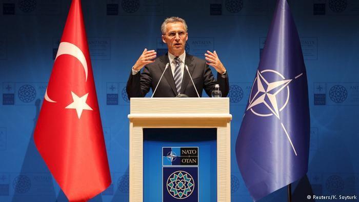 Питання членства в НАТО Туреччини не стоїть на порядку денному. Таку заяву зробила речниця генсека НАТО Оани Лунгеску.