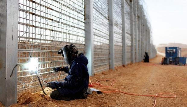 САП перевірить на факт корупції фортифікаційна споруда Стіна, будівництво якого український уряд затвердив у 2014 році на кордоні з Росією.