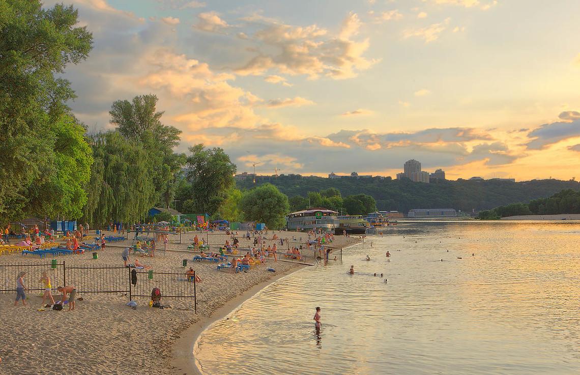 КП Плесо також повідомляє, що на пляжах Венеція, Дитячий і Центральний купатися не рекомендується.