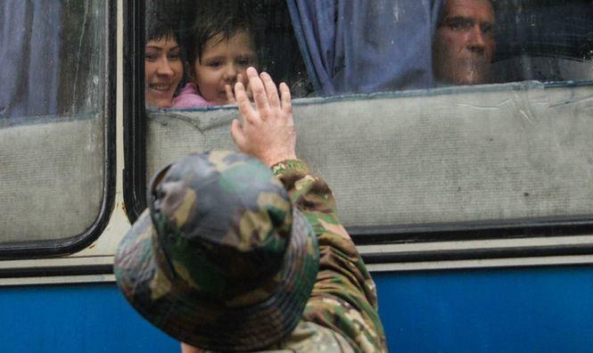 Заступник міністра інфраструктури Юрій Лавренюк заявив, що всі прямі автобусні перевезення українських пасажирів у окуповані райони Донецької та Луганської областей та на півострів Крим є нелегальними.