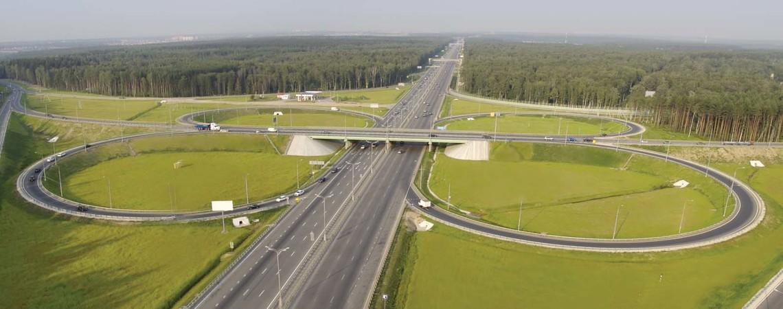 Дорога буде перебувати в держвласності, однак інвесторам буде запропонована можливість розвитку придорожньої інфраструктури, що автоматично зробить проїзд трасою платним.