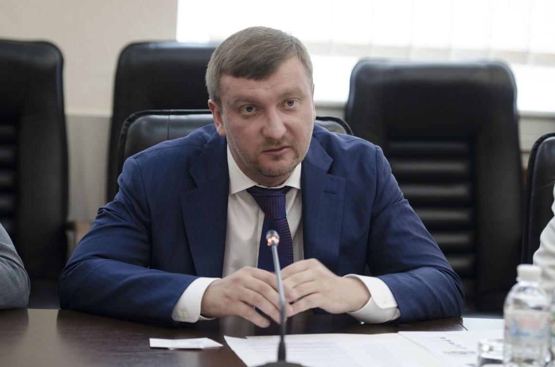 Міністр юстиції Павло Петренко наполягає на запуску е-декларування в повному обсязі та отриманні відповідного сертифікату.