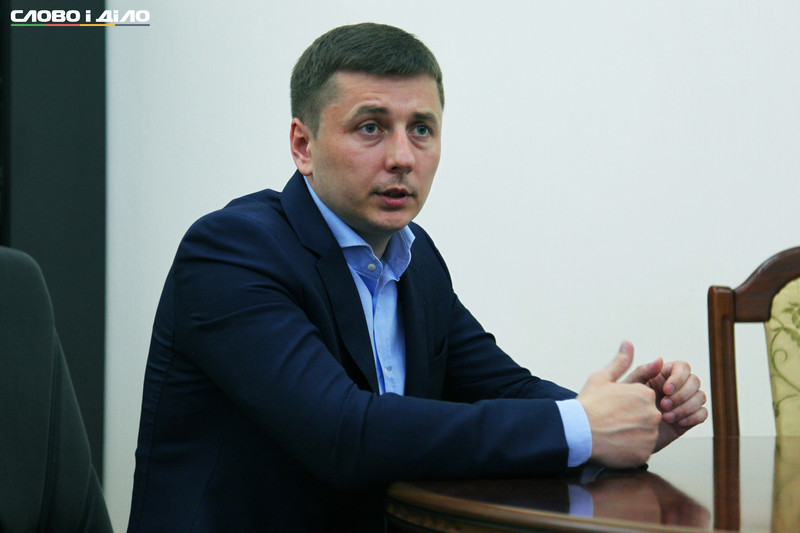 Голова Житомирської облдержадміністрації Сергій Машковський написав заяву на звільнення за власним бажанням. Подробиці цього рішення він обіцяє розповісти на прес-конференції після того, як заяву затвердять в уряді.