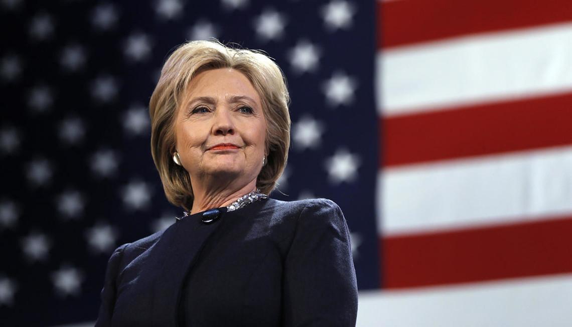 Кандидат у президенти США від Демократичної партії Гілларі Клінтон випереджає свого суперника Дональда Трампа на 6 відсотків. Про це свідчать результати опитування.