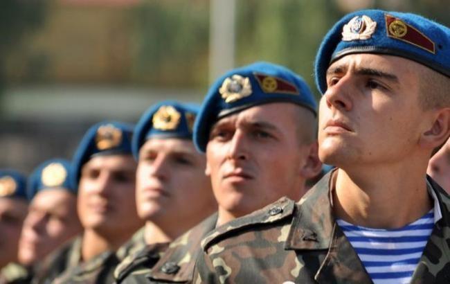 Ніяких обмежень для жителів Луганської та Донецької областей на призов до лав української армії не існує.