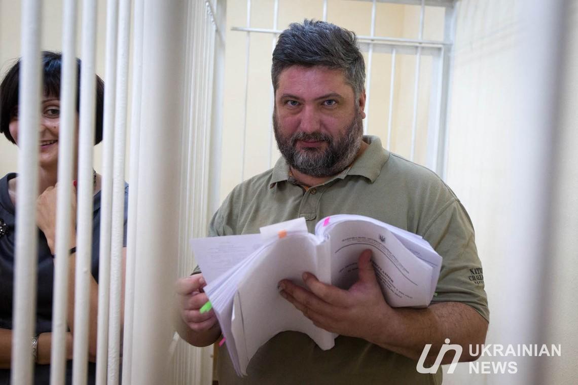 Одного з підозрюваних у розкраданні коштів Одеського припортового заводу відсторонили від посади майже на місяць.