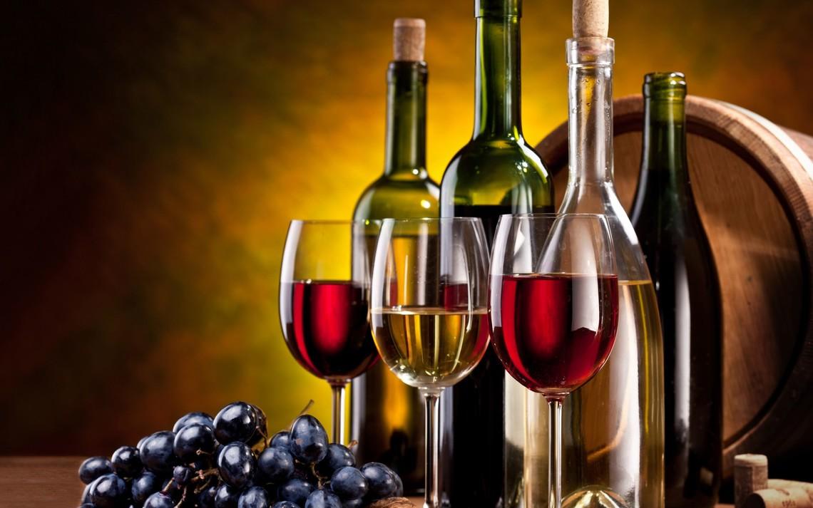 Міністерство фінансів України ініціює перегляд мінімальної ціни на алкоголь, оскільки чинні мінімальні ціни не відповідають реальним витратам на виробництво та реалізацію алкогольних напоїв.