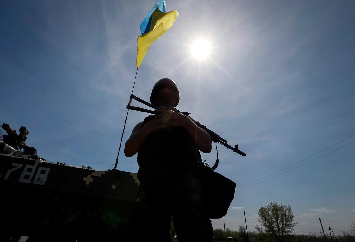 Учасники незаконних військових формувань приведені в повну бойову готовність і ведуть масований обстріл українських позицій.