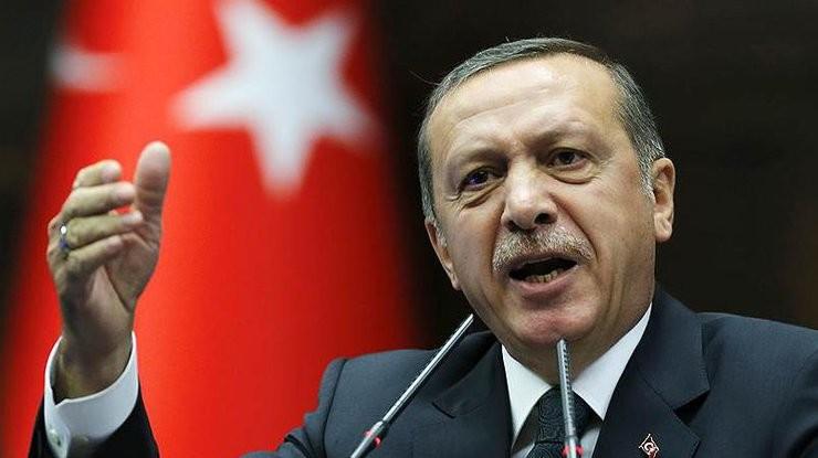 Президент Туреччини Реджеп Ердоган звинуватив проповідника Фетхуллаха Ґюлена в причетності до терактів у країні. Раніше турецька влада звинувачувала його в організації спроби перевороту.