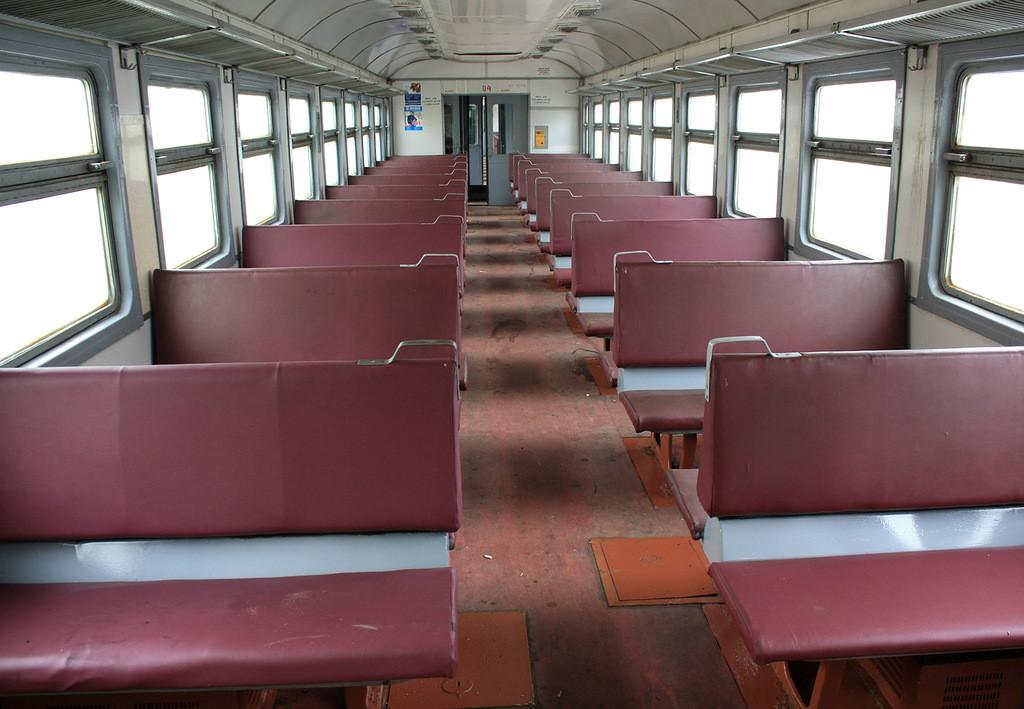 Зношування моторвагонного рухомого складу приміського сполучення досягає критичної точки й призводить до скорочення кількості поїздів.
