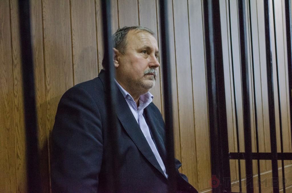 Військова прокуратура нарешті завершила досудове розслідування щодо Героя України Миколи Романчука, який був спійманий на хабарі.