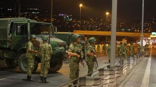Турецький суд заарештував 29 співробітників державного університету Ізміра. Їх підозрюють у причетності до руху мусульманського проповідника Фетхуллаха Ґюлена.
