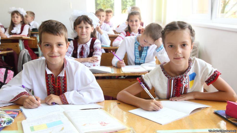 Міська влада Києва обіцяє, що всі столичні школи обладнають до кінця року камерами відеоспостереження, а дитсадки – «тривожними кнопками».