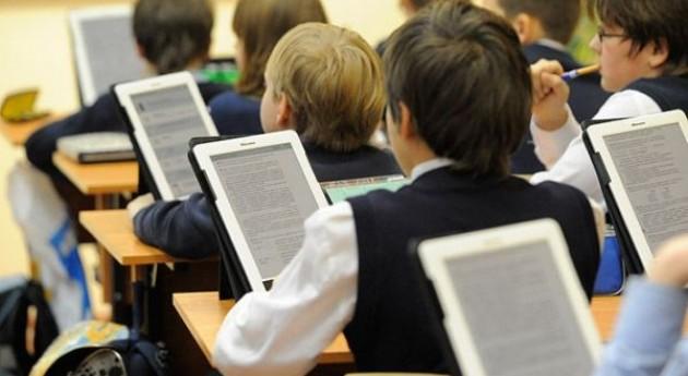 На електронні книги для школярів з міського бюджету Києва виділили 5 мільйонів гривень. Їх закуплять для учнів 5-х класів.