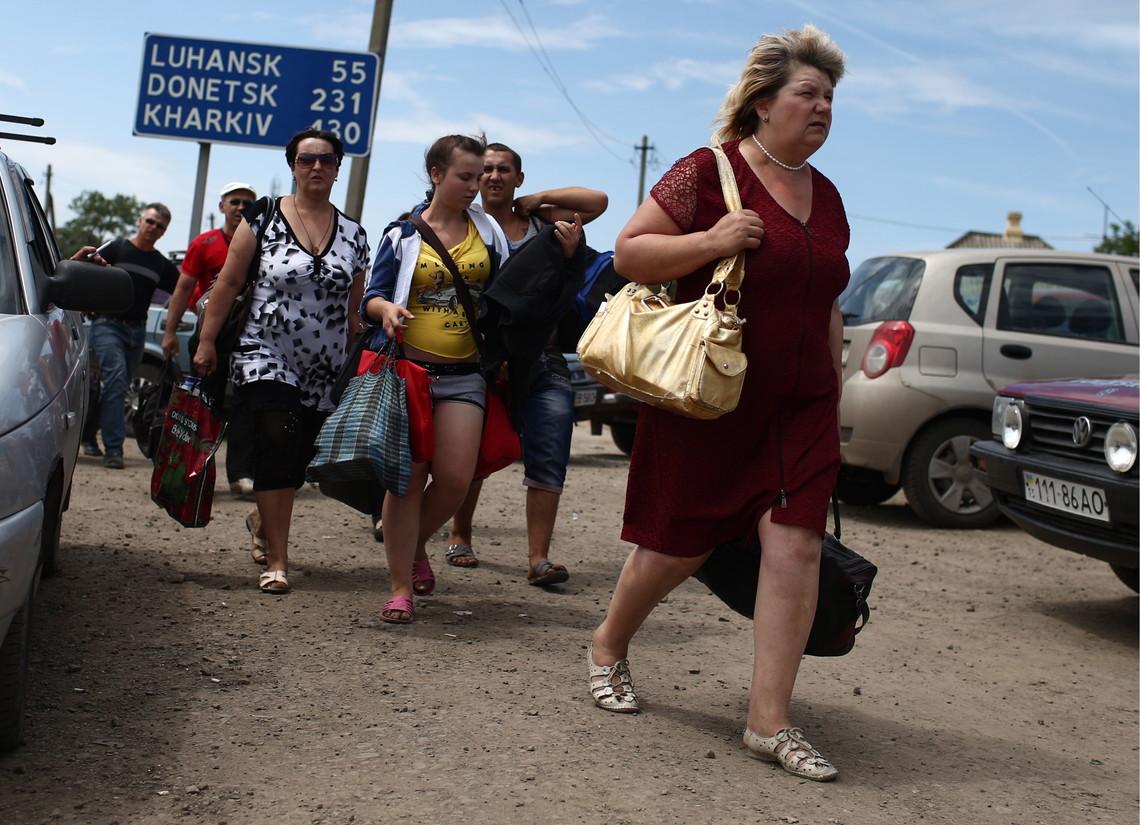 Українські політики обіцяли різну допомогу біженцям із Донбасу, в тому числі програми, матеріальну допомогу та житло.