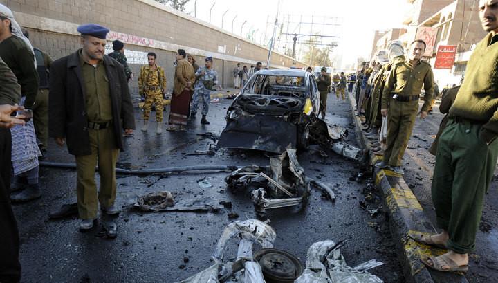В результаті вибуху в місті Аден на півдні Ємену загинуло 45 осіб. Терорист-смертник направив свій начинений вибухівкою автомобіль у будівлю.