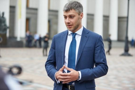 Народний депутат від групи Відродження Артем Ільюк не виконав обіцянку про перегляд споживчого кошика українців.