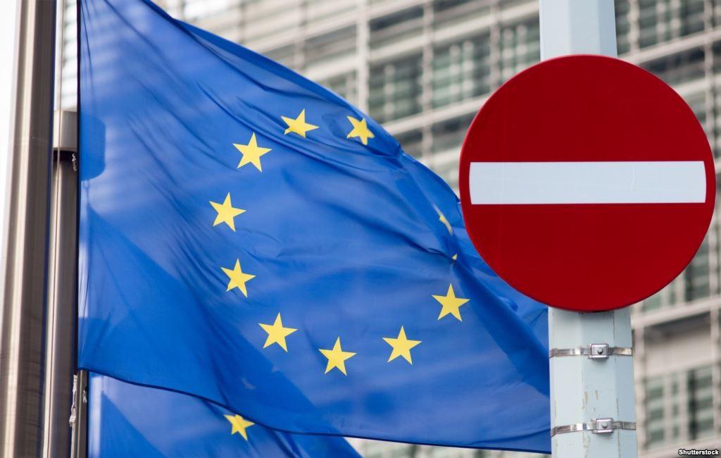 Глава румунського МЗС Лазар Команеску, вважає, що в ЄС немає жодних причин скасовувати санкції проти РФ.