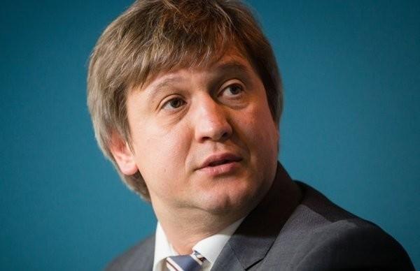 Україна близька до отримання чергового кредиту МВФ у розмірі 1,7 млрд доларів. Також планується отримання ще 600 мільйонів євро макрофінансової допомоги Євросоюзу та кредити на закупівлю газу.