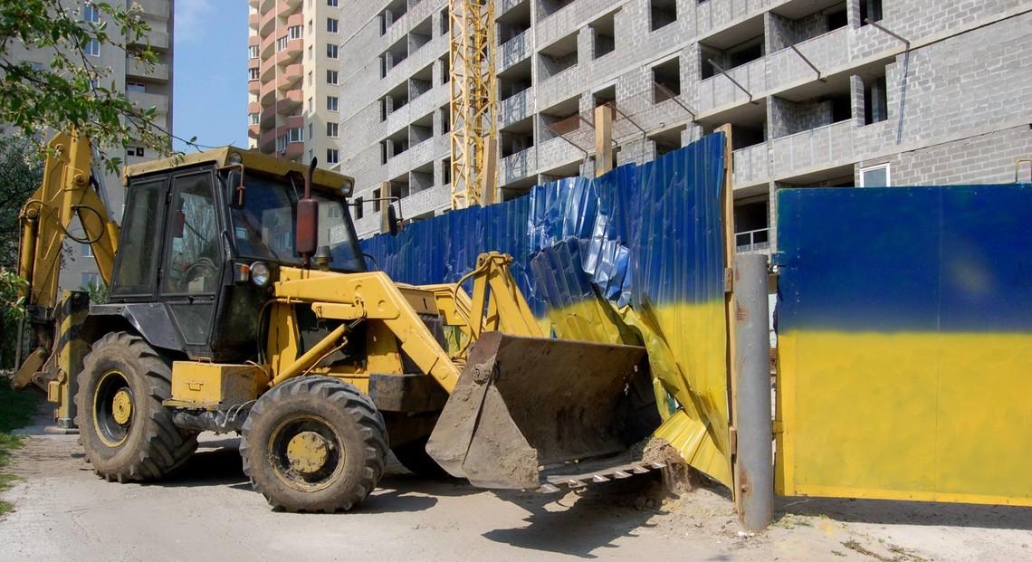Як українські політики через обіцянки борються з незаконними забудовами в столиці та інших містах.
