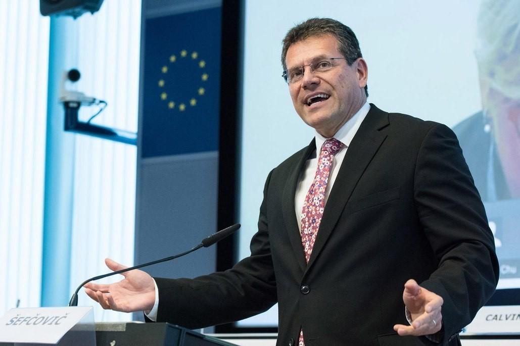 Єврокомісія приступає до переговорів щодо відновлення тристронніх переговорів між ЄС, Україною та РФ про поставки природного газу.