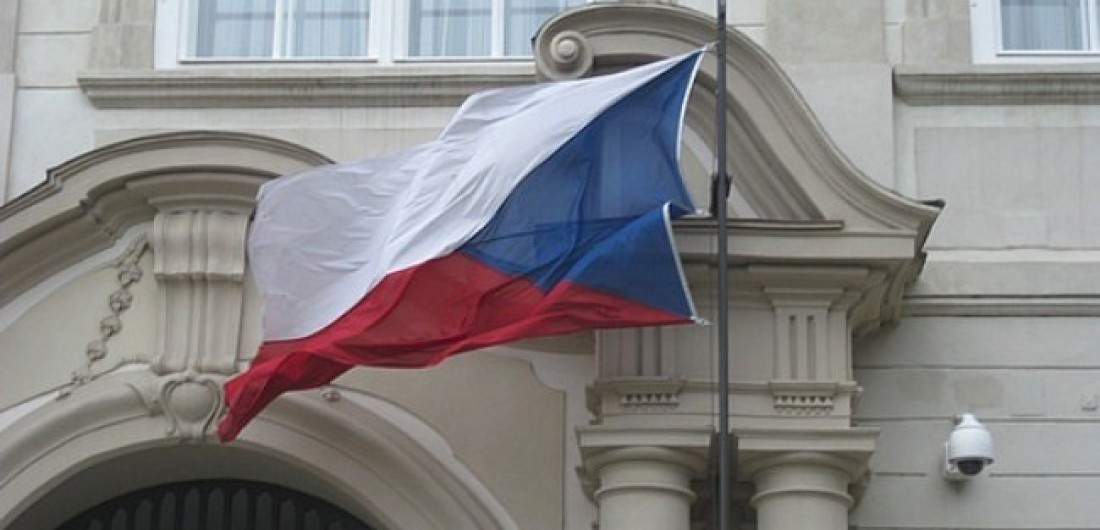 Україна очікує найближчим часом адекватних дій чеських партнерів, враховуючи офіційну позицію Чеської Республіки, яка підтримує територіальну цілісність і суверенітет України.