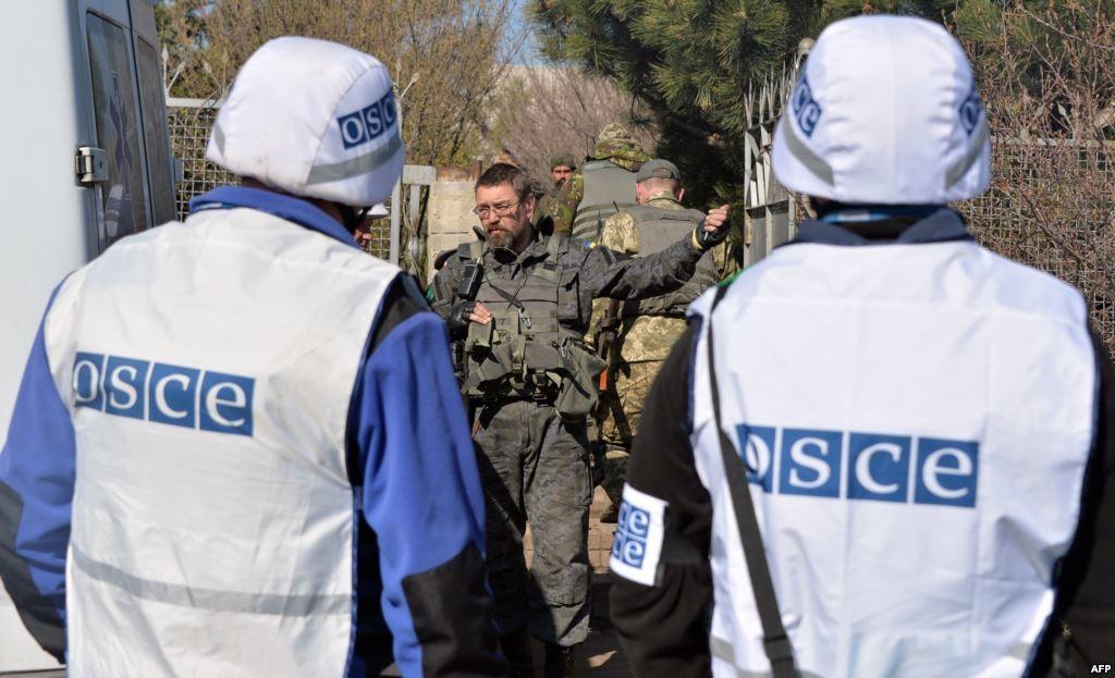 Співробітники місії ОБСЄ, які були раніше евакуйовані з передової патрульної бази в Щасті Луганської області, сьогодні повернулися назад.
