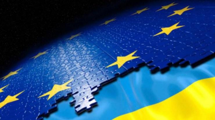 В ЄС запевнили, що українці і грузини зможуть їздити в країни шенгенської зони без віз вже взимку.