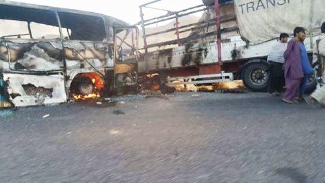 В результаті зіткнення вантажівки і пасажирського автобуса в Афганістані загинули щонайменше 36 осіб.