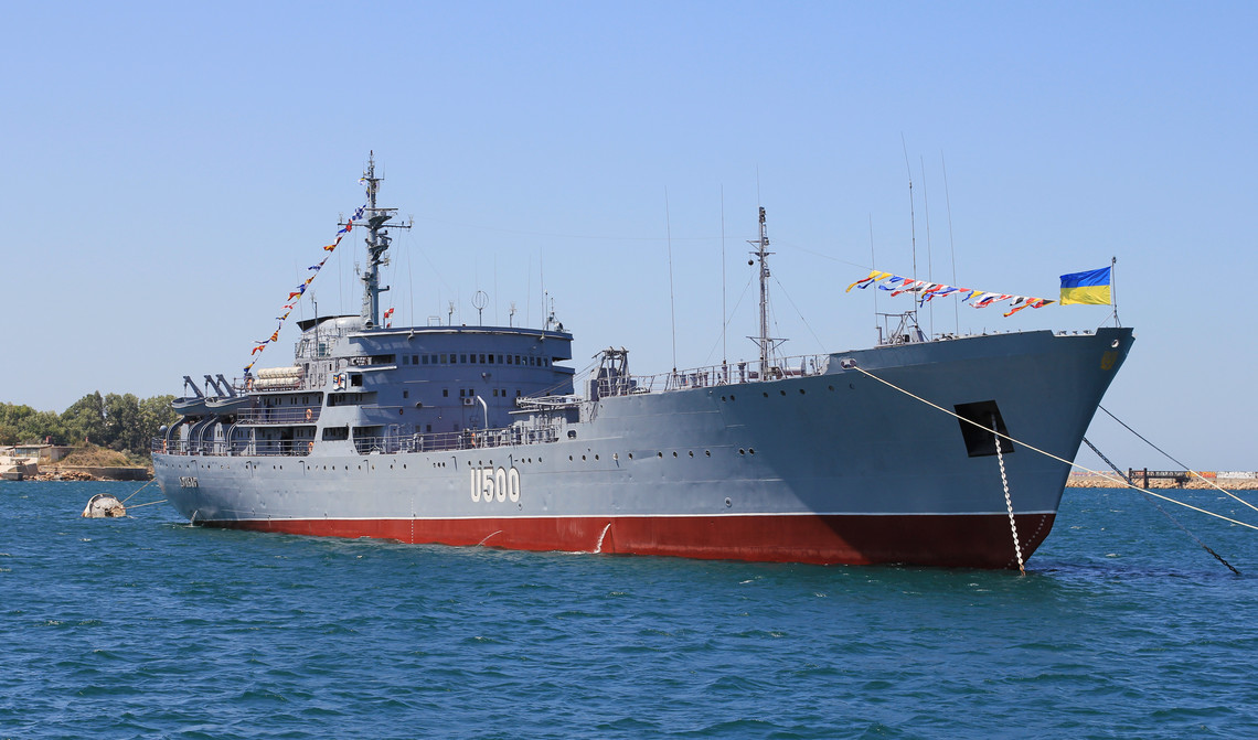 ВОдесском порту зажегся корабль ВМС Украины «Донбасс»