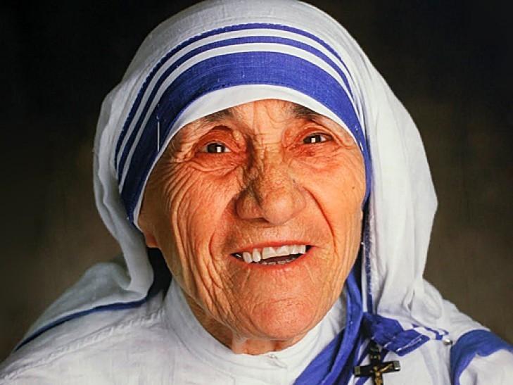Ватикан канонізував відому католицьку черницю, засновницю конгрегації Сестри Місіонерки Любові мати Терезу.