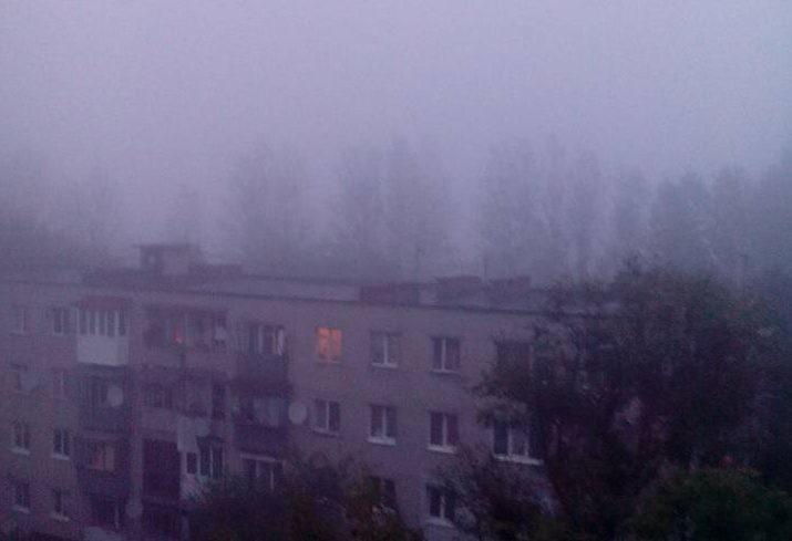 У Львові спостерігається пелена густого диму. Люди скаржаться на те, що важко дихати. За словами жителів, на вулицях відчувається чіткий запах горілого сміття.