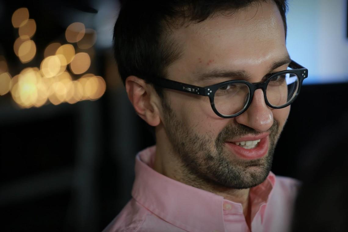 Народный депутат от БПП Сергей Лещенко приобрел квартиру площадью 192 квадратных метра в новостройке в центре Киева. Он говорит что деньги
