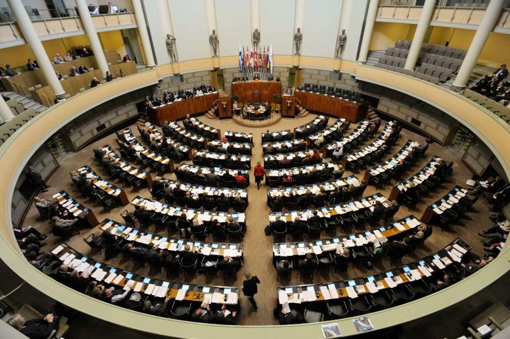 ЕСпродлил на6 месяцев действие черного списка жителей РФиУкраины